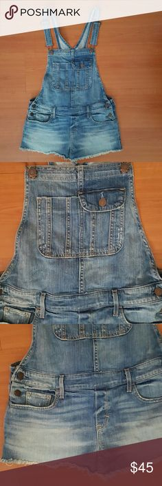 Abercrombie & Fitch denim overalls Just received these but I had purchased some other ones before and don't want to keep 2 ..there are super cute on ,nice distress look at the bottom ,stretchy material, nice  denim color ,nice details,,perfect condition ???loosing money on this Abercrombie & Fitch Jeans Overalls