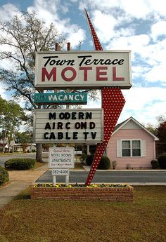 Tifton GA Tift County Town Terrace Pink House Hotel Arrow Bulb Sign Pictures Photo Copyright Brian Brown Vanishing South Georgia USA 2010