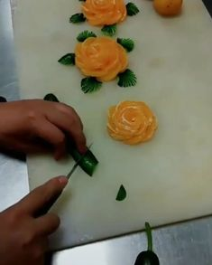 Food Art DIY. Follow us to see more ideas! Paper Flowers Craft, Flower Crafts, Diy Flowers, Paper Crafts, Food Crafts, Diy Home Crafts, Sewing Crafts, Homemade Christmas Gifts, Christmas Crafts