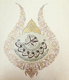 Aucun texte alternatif disponible. Islamic Art, Hats, Artwork, Arabic Calligraphy, Drawing, Instagram, Letters, Work Of Art, Hat