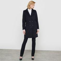 Пальто из шерстяного драпа, 53% шерсти atelier R : цена, отзывы & рейтинг, доставка. Пальто в лёгкую полоску. Шерстяной драп словно шелковистый. Прямой покрой. Длинные рукава. Пиджачный воротник с узкими лацканами. Застёжка перекрёстная, 4 пуговицы. 2 кармана спереди и 1 прорезной нагрудный карман. 4 пуговицы на манжетах. Шлица сзади. На подкладке. Состав и описание:Марка: Atelier R.Длина: 91 см.Материал: 53% шерсти, 40% полиэстера, 4% полиамида, 3% акрила. Подкладка: 100% полиэстера. Ухо...