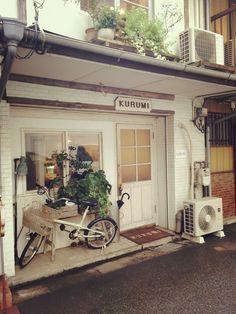 カフェでどう過ごすのがお好きですか?福岡市には美味しいカフェランチは勿論、1人のんびり読書をしたり、手紙を書いたり、時には仕事のアイデアを考えたり…そんな自分時間を過ごせるカフェがたくさん点在しています。遊びやお買い物、遠方から旅行で来られた時にも一息つける新旧オススメの隠れ家カフェをご紹介いたします。