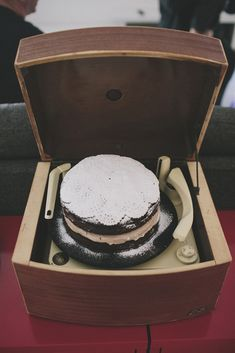 Record player wedding cake stand. Brilliant!
