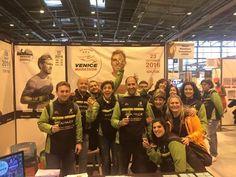 In @Venicemarathon we trust All'EXPO della Schneider Electric Marathon de Paris con un bellissimo gruppo di amici da #Valencia  #VMevents #RunningVenice