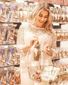 """Anaïs indra auf Instagram: """"Ad/ Bei @laderach.chocolatier.suisse schlägt mein Herz höher 🥰 Vorallem jetzt in der Weihnachtszeit ist es für mich der perfekte Ort um ein…"""" Blog, Instagram, Perfect Place, Christmas Time, Heart, Places, Blogging"""