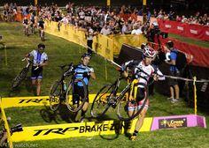 Cross After Dark - CrossVegas 2012: Jake Wells (NoTubes) Running A Set Of Barriers, Photos | Cyclingnews.com
