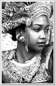 Balinese dancer,1930 so beautiful