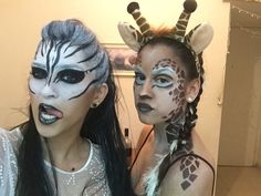 איפור חיות Zebra and giraffe makeup Zebra Makeup, Animal Makeup, Lion King Musical, Lion King Jr, Wedding Hair Pictures, Beach Wedding Hair, Halloween Cosplay, Halloween Make Up, Halloween Face Makeup