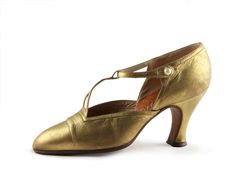 5f03685c54d Shoe-Icons   Shoes   Ladies pumps with gold leather upper and T-strap.
