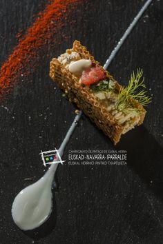 """Os presentamos el """"Tartar de Sardina Ahumada"""" de Alex Múgica del bar La Cocina de Alex Múgica de la calle Estafeta de Pamplona.  Te dejamos la receta y más cosas en el blog del campeonato de pintxos: http://www.campeonatodeeuskalherriadepintxos.com/tartar-de-sardina-ahumada/ Puedes comprar el libro del concurso con todas las fotos y recetas en nuestra tienda: http://www.campeonatodeeuskalherriadepintxos.com/tienda/ #Hondarribia #Pintxos @hondarribiaturi @euskadipintxos"""