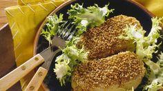 Schnitzel mal anders: Gefülltes Kohlrabi-Schnitzel mit Sesampanade- vegetarisch | http://eatsmarter.de/rezepte/gefuelltes-kohlrabi-schnitzel-mit-sesampanade