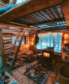 Small Log Cabin, Tiny House Cabin, Log Cabin Homes, Tiny House Living, Tiny House Design, Cozy House, Cozy Cabin, Log Cabins, Winter Cabin