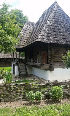adelaparvu-com-despre-case-traditionale-romanesti-muzeul-viticulturii-si-pomiculturii-golesti-jud-arges-romania-foto-adela-parvu-19 Cultural Architecture, Vernacular Architecture, Architecture Design, Cabin Homes, Log Homes, Bali Style Home, Medieval Houses, Rural House, Dream Properties