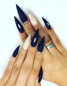 30 cool and trendy stiletto nail art designs; Bling style… 30 cool and trendy stiletto nail art Dark Nails, Matte Nails, Long Nails, Matte Gold, Short Nails, Polish Nails, Oval Nails, Staleto Nails, Coffin Nails