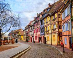 Μια ζωντανή καρτ-ποστάλ, φτιαγμένη από χρώματα, γεύσεις, έμπνευση και ομορφιά, σε μια από τις γοητευτικότερες γωνιές της Ευρώπης. Αυτή είναι η Αλσατία που μοιάζει να ξεπήδησε από παραμύθι των αδερφών Γκριμ.