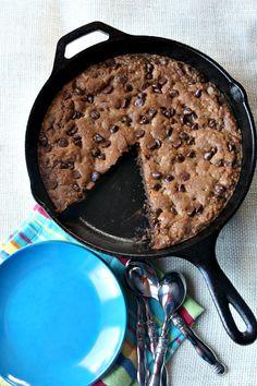 Skillet Chocolate Chip Cookies via @RecipeGirl Lori