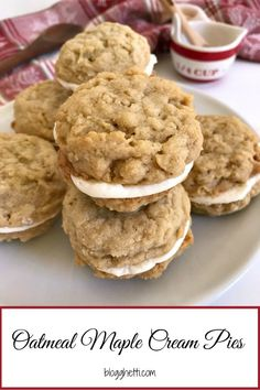 Oatmeal Maple Cream Pies are made with a maple cream filling sandwiched between two soft and chewy oatmeal cookies. Perfect for holiday cookie trays. Cookie Desserts, Just Desserts, Cookie Recipes, Delicious Desserts, Yummy Food, Desserts With Oatmeal, Oatmeal Dessert, Cookie Bars, Baking Recipes