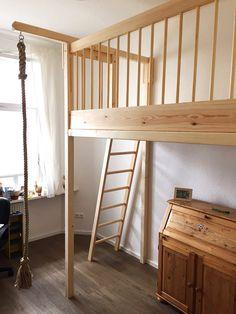 Bild 118: Hochbett mit Mast und Kletterseil für Kinder