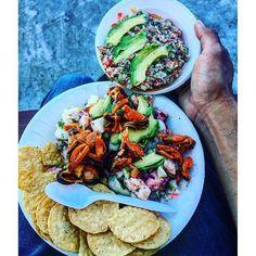 Hora de comer! En tu siguiente visita a #Ensenada no olvides probar unas deliciosas tostadas de mariscos en Mariscos El Guero de Ensenada, están para chuparse los dedos! ¿Qué comerás el día de hoy? Aventura por ivan_usmc