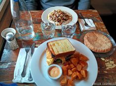 Brunch en Nueva York Astoria New York, New York Washington, Brunch, New York Travel, Nyc, Cheese, Breakfast, Food, Manhattan