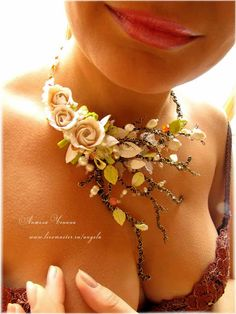 Angela Chenina is a russian artist, who makes amazing flowers jewellery. For her work she uses polimerclay flowers and leaves, glass beads, seed beads and wire.