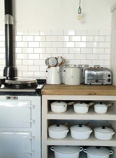 aah - in my dreams, an Aga and Le Creuset pots all in a row...