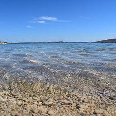 Anche quest'anno tantissime spiagge della #Croazia hanno ottenuto l'ambita #BandieraBlu 💙 come la spiaggia di Bacvicedi a #Spalato e tante lungo la riviera di #Makarska  Scoprile tutte e bordo di SNAV⠀ ⠀ #croatiafulloflife #centraldalmatia #igersitalia #igersancona #igersmarche #igerscroatia #vacanze #ig_italia #travel #croazia #mare #croatia #hvar #croatiafulloflife #croatiafullofmagic #visitcroatia #visithvar #split #visitsplit #makarskariviera #makarskarivierabeaches