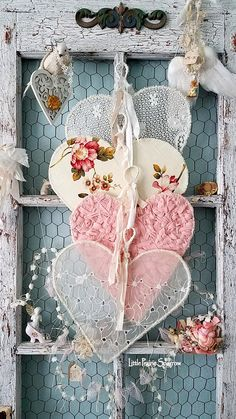 Ideas Shabby Chic Vintage Wedding Lace Heart For 2019 Shabby Chic Garden Decor, Shabby Chic Crafts, Shabby Chic Homes, Shabby Chic Flowers, Valentines Bricolage, Valentine Crafts, Printable Valentine, Homemade Valentines, Valentine Wreath