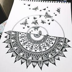 Pin by pavana arts on geometric art. Mandala Art Lesson, Mandala Doodle, Mandala Artwork, Mandalas Drawing, Doodle Art Drawing, Art Drawings Sketches, Portrait Sketches, Black And White Art Drawing, Tattoos