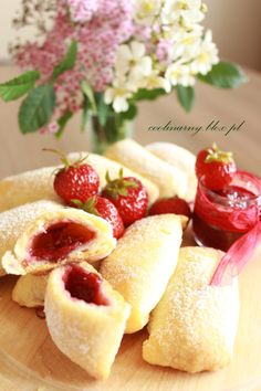 3 Delicious Crepe Recipes: Traditional French Crepes, Paleo Crepes, and Gluten Free Dairy Free Crepes (my favorite dessert! Crepes Rellenos, German Pancakes Recipe, Strawberry Crepes, Raspberry Pancakes, Strawberry Sauce, Strawberry Desserts, Dry Bread Crumbs, Coconut Flour, Eat Clean Recipes