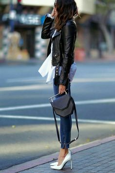 How To Style Your Black Leather Jacket This Spring - Lederjacke Mode Outfits, Casual Outfits, Fashion Outfits, Womens Fashion, Fashion Trends, Outfits 2016, Spring Outfits, Girly Outfits, Fashion Weeks