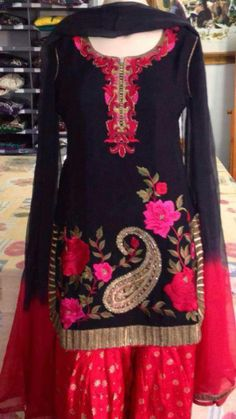 No design on the salwaar. On the bottom of the salwaar do paisley or boarder, light orange salwaar, and off white shirt.On chunni paisley and gotta. In pure silk. Indian Suits, Indian Attire, Indian Dresses, Indian Wear, Punjabi Fashion, Indian Bridal Fashion, Punjabi Dress, Punjabi Suits, Salwar Suits