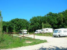 Vallugola Parking di Gabicce Mare è una struttura situata in mezzo al verde del Parco Naturale San Bartolo con servizi utili per il camperista. Stagionale. Happy Campers, Motorhome, Camping, Travel, Houses, Tourism, Italia, Green, Campsite