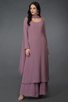 Lilac Handcrafted Mukaish Farshi Palazzo Suit Source by angelzuu Salwar Designs, Kurta Designs Women, Kurti Designs Party Wear, Pakistani Dress Design, Pakistani Outfits, Indian Outfits, Pakistani Fashion Casual, Pakistani Gowns, Pakistani Bridal