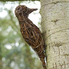 Woodpecker willow sculpture - The sculptures are made using British willo. Garden Deco, Garden Art, Garden Crafts, Garden Projects, Outdoor Art, Outdoor Gardens, Willow Garden, Twig Art, Art Et Architecture