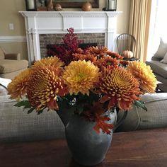 "118 Likes, 9 Comments - Sweet Carolina Belles (@sweetcarolinabelles) on Instagram: ""Fall colors get me all 😃! 🍁🍂🎃🌻🌾🦉🐿👻🍁 Sharing for #freshflowersfridays #blossomsbirdsandbees"""
