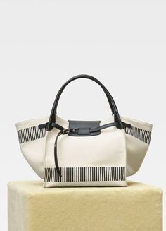 Medium Big bag in textured canvas Big Tote Bags, Purses And Bags, Mens Canvas Messenger Bag, Sacs Design, Fabric Bags, Cotton Bag, Luxury Bags, Handbag Accessories, Fashion Bags