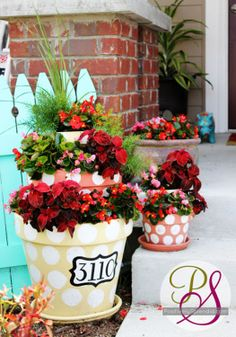 Simple DIY polka-dotted tiered planters.