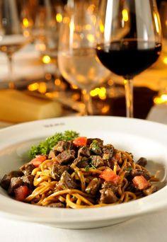 Spaghetti alla chitarra com lombo de cordeiro em cubos, no restaurante Gero (Foto: Tadeu Brunelli / Editora Globo)