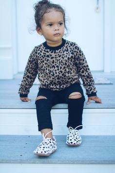 The wild sweatshirt your little girl has been waiting for, a gorgeous leopard print with black rosettes spots on tan. Excellent sweater to create stylish fall and winter outfits that are sure to keep