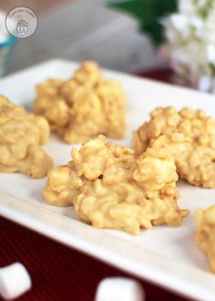 Use gluten free rice krispies. White Chocolate Crispies - A chewy, marshmallowy no bake treat exploding with white chocolate and peanut butter flavor. These things are GOOD! No Bake Treats, No Bake Cookies, Yummy Treats, Delicious Desserts, Sweet Treats, Yummy Food, Cereal Treats, Chocolate Crispies, Chocolate Peanuts