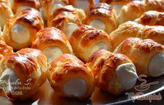 Mini krémrolók almás habbal   TopReceptek.hu Pretzel Bites, Doughnut, Minion, Ham, Treats, Dishes, Smoothie, Sweet, Diet