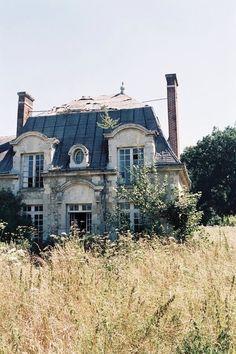 Abandoned cottage | Manor house | Writing inspiration | Whimsical house | Maybe haunted
