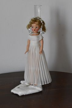 Vintage Style Outfits, Classy Outfits, 1950s Fashion, Vintage Fashion, Tammy Doll, Fur Cape, White Cocktail Dress, Long Evening Gowns, Other Outfits