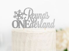 Celebrate your babys first birthday with this ONEderland cake topper, perfect for a winter wonderland birthday!  Select your choice of color and width from the drop down menus.  ♡ ITEM DETAILS ♡ This topper is made from thick premium glitter card stock. The back side is white with two wooden dowels attached to it. Item will be packaged in a clear poly bag for storage or gift giving, and are shipped in a rigid cardboard mailer.  ♡ PRODUCTION♡ Please allow up to 7 business days (Mon-Fri) for…