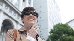 Ab März liefert Sony seine Augmented-Reality-Brille Smart Eyeglass aus. Nutzer können sich unter anderem Nachrichten von Facebook, Twitter und Gmail einblenden lassen.