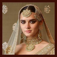 Indian Jewelry Set Sabyasachi Jewelry Indian Bridal Jewelry Jewellery - my fairytale wedding Pakistani Bridal Jewelry, Indian Bridal Jewelry Sets, Bridal Jewellery, Indian Head Jewelry, Temple Jewellery, Bridal Necklace Set, Desi Wedding, Desi Bride, Punjabi Wedding