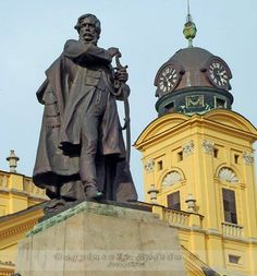 Lajos Kossuth statue and the Reformed Church - Debrecen, Hungary.................d