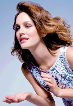 Leighton Meester Age, Bio, Net Worth & Boyfriends - Famous World Stars Adam Brody, Leighton Meester Age, Hollywood Celebrities, Hollywood Actresses, Gossip Girl, Blair Waldorf Outfits, Elle Fanning, Hair Health, Famous Faces