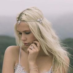 Create the ultimate bohemian bridal look on your wedding day with the exquisite 'Blue Moon' headpiece by Samantha Wills